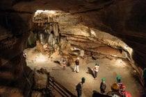 Höhlen und Höhlen