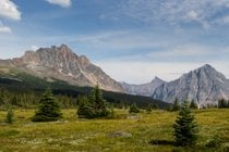 Tonquin Valley Hike
