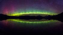 Luce settentrionale nel parco nazionale del ghiacciaio