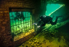 Diving in Rummu Quarry
