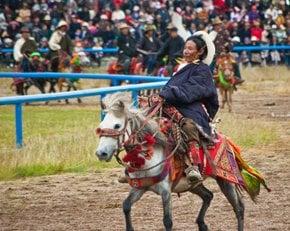 Festival de Corrida de Cavalos em Nagqu