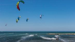 Kitesurfing & Windsurfing around Valencia
